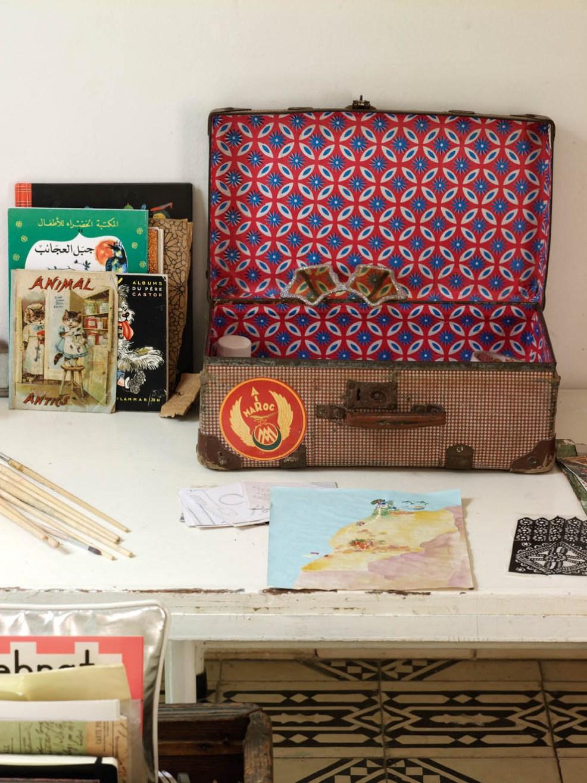 De jolis objets chinés pour décorer cette maison marocaine typique et bohème. Découvrez plus de photos dans l'article !