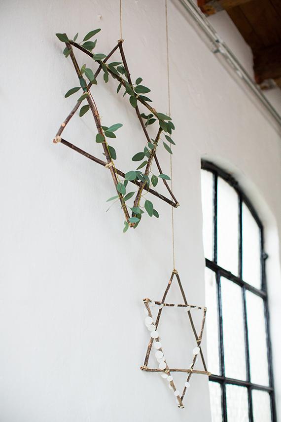 Fabriquer une couronne de Noel en forme d'étoile