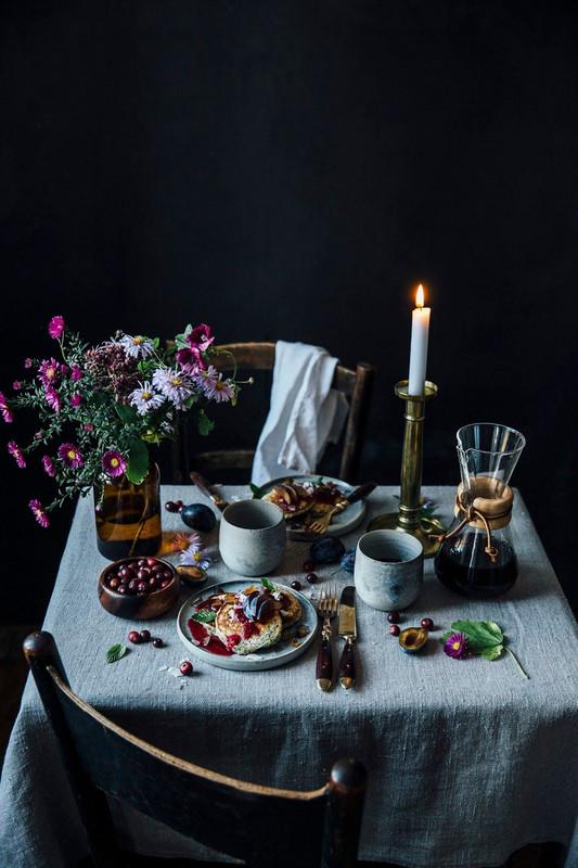 Trouvez l'inspiration avec la décoration de cette table de Noël rustique et naturelle