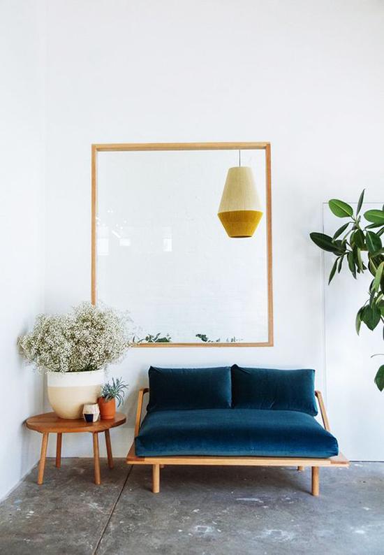 Quelle couleur avec un canapé bleu