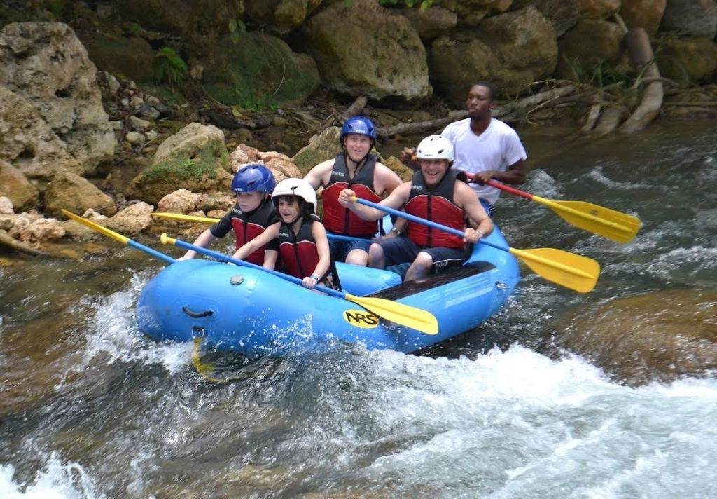 Kid-friendly Jamaica - River rafting in Rio Bueno