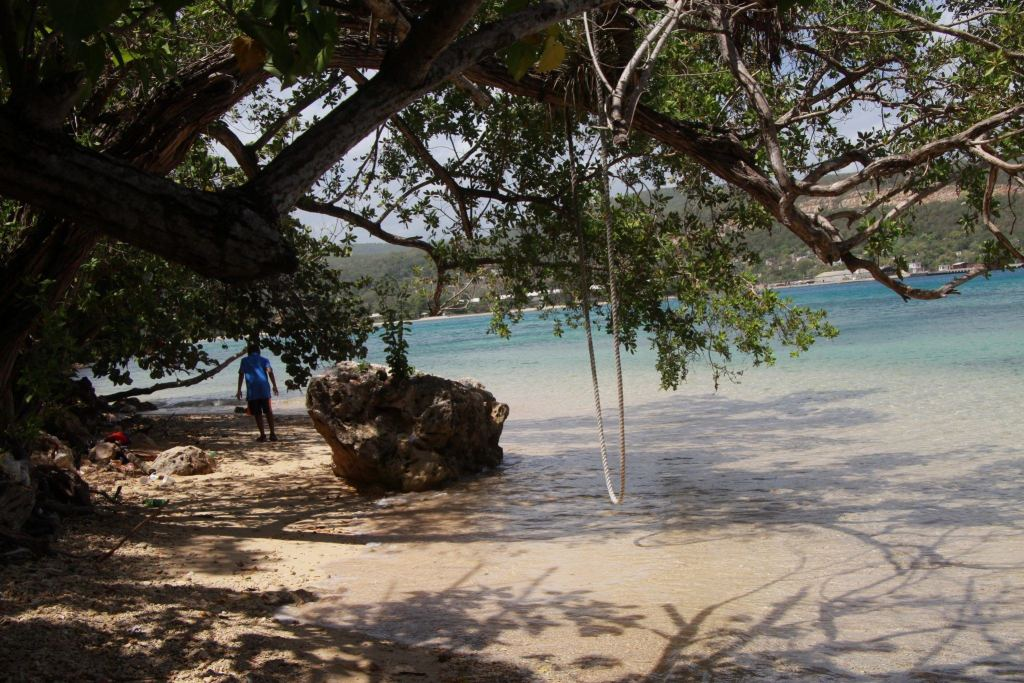 Swing at Little Beach near Mais Oui Jamaica villa , one of the many kid-friendly things to do in Jamaica