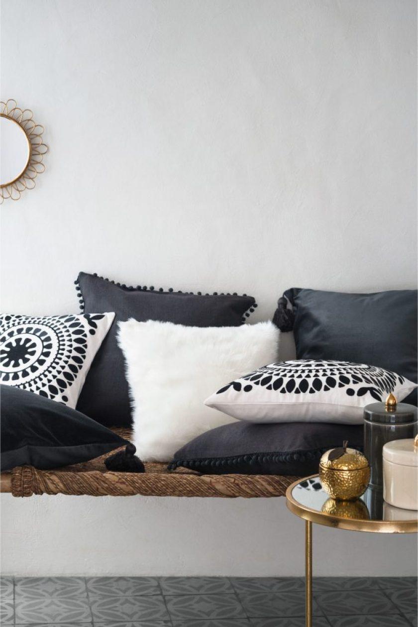 pompom-cushion