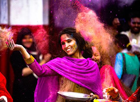 Mujer en Holi.