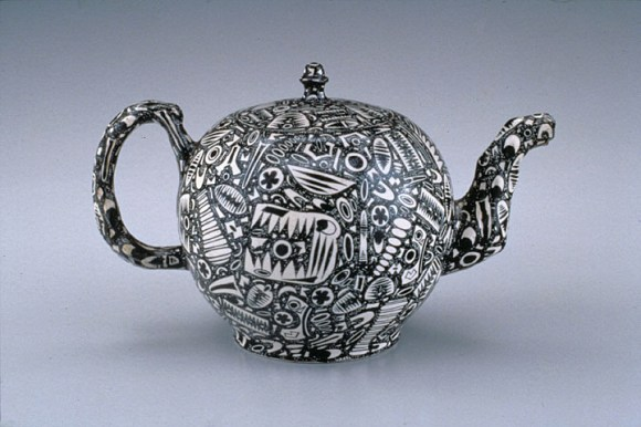 Teapot Staffordshire, ca. 1760. White stoneware with enamel and salt glaze. Chipstone Foundation. Photo: Gavin Ashworth