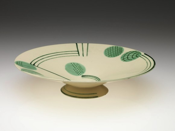 Grete Marks (German, 1899–1990), Haël Werkstätten Factory (Marwitz, 1923–34). Footed Bowl, ca. 1930. Photography by Erik Gould, courtesy of the Museum of Art, Rhode Island School of Design, Providence.