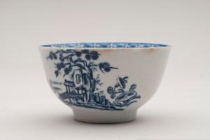 Tea bowl, John Bartlam,  1765-1769. Chipstone Foundation. Photo by Gavin Ashworth.