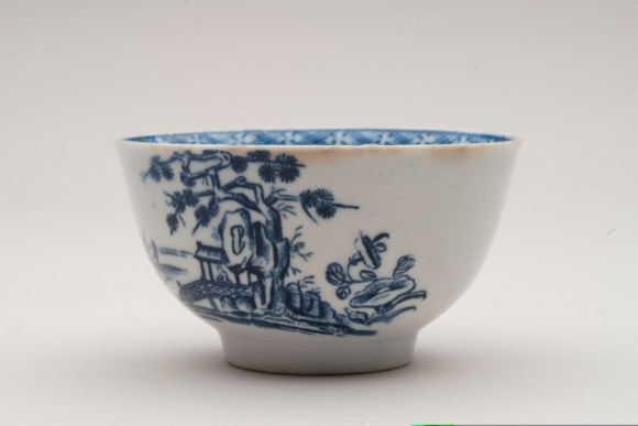 Tea bowl, John Bartlam, 1665-69. Chipstone Foundation. Photo by Gavin Ashworth.