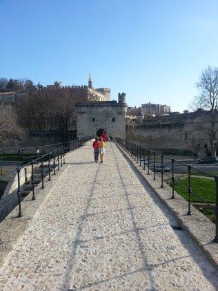 Avignon en famille - Le Pont D'Avignon - Jumeaux