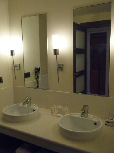 radisson-blu-marne-la-vallee-chambre-famille-salle-de-bain-sejour-disneyland-nuit-supplementaire