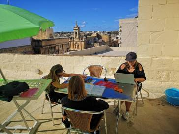 blog-maman-forme-instruction-en-famille-bureau-terrasse-malte