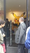 pikachu-peluche-pokemon-center-paris-pokeball-manga-tv-anime-streaming-legal-gratuit14