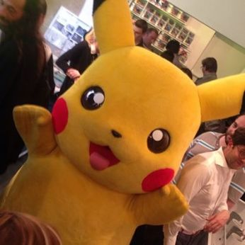 pikachu-pokemon-center-mascotte-apparition-pokeball-manga-tv-anime-streaming-legal-gratuit
