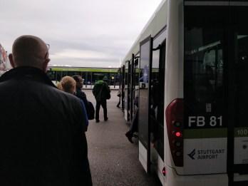 Der Bus zum Flugzeug