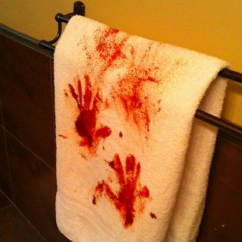 manomano mano mano the handy diy do it yourself 6 Easy Homemade Halloween Decorations easy projects kids bloody towel how to