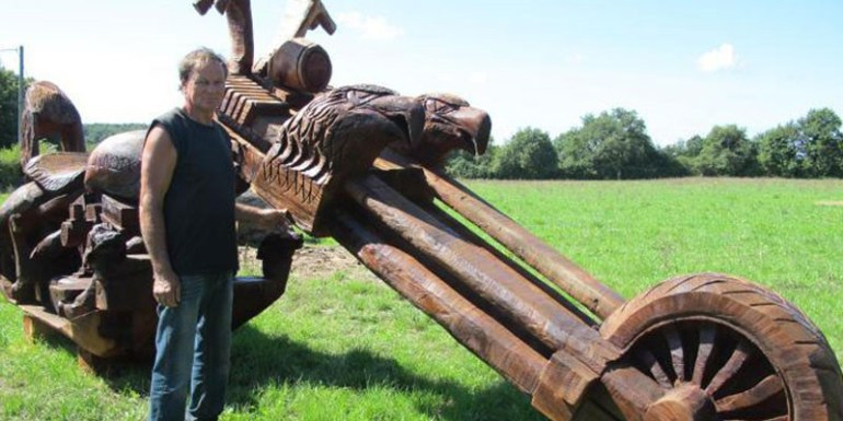 Incredible Chainsaw Carvings wood art artists manomano mano the handy mano motorbike motorcycle