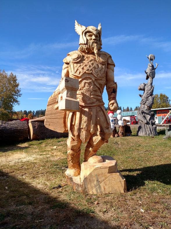Incredible Chainsaw Carvings wood art artists manomano mano the handy mano man armour thor