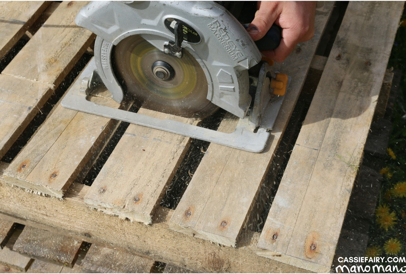 the handy mano manomano diy pallet project saw cut