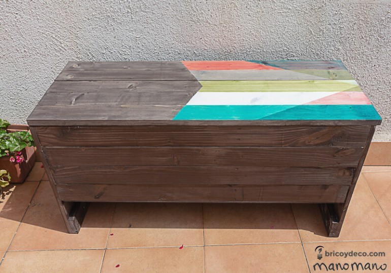 thehandymano mano Outdoor Storage Bench DIY tutorial finished project from front