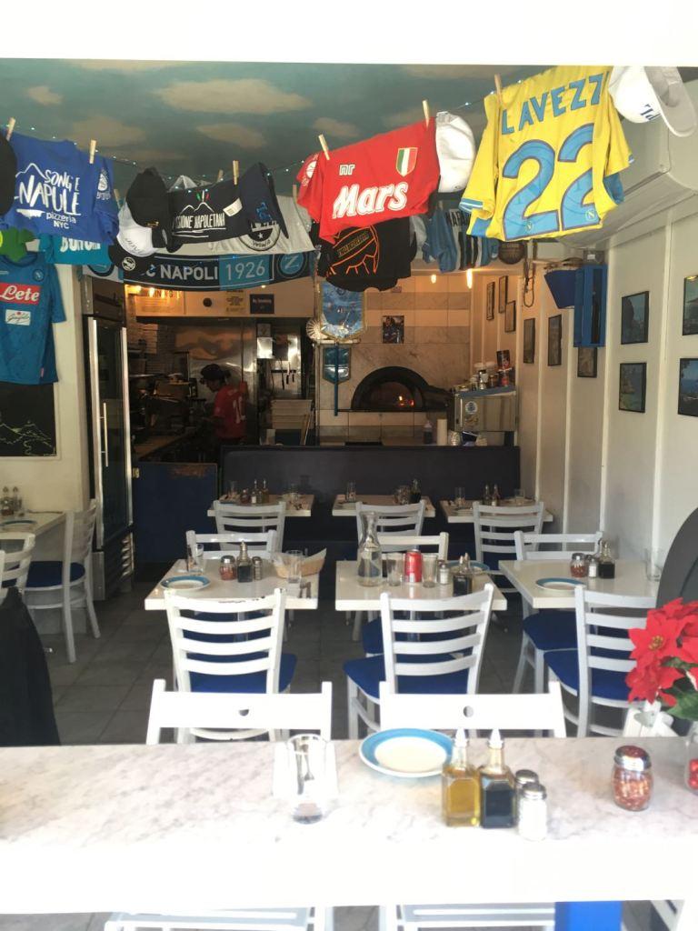Song E Napule pizzeria interior