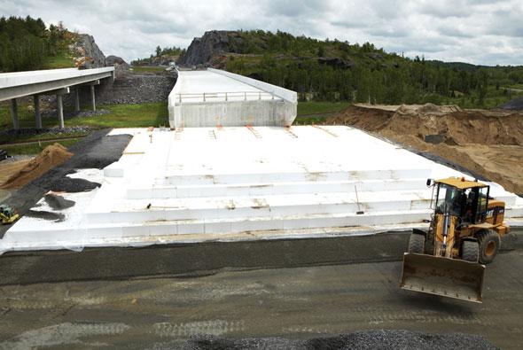 Топлоизолационни плочи от EPS с висока плътност (45 кг/м3) и екстремна якост , за геотехническо топлинно изолиране на изключително силно натоварени места.