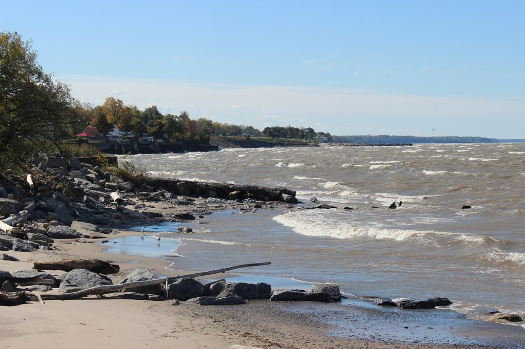 lake erie shoreline and waterfront homes