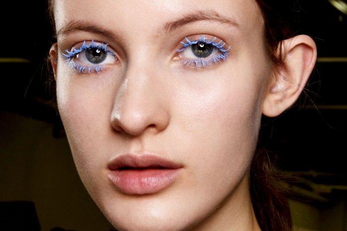 tren-makeup-2021-Colored-Mascara