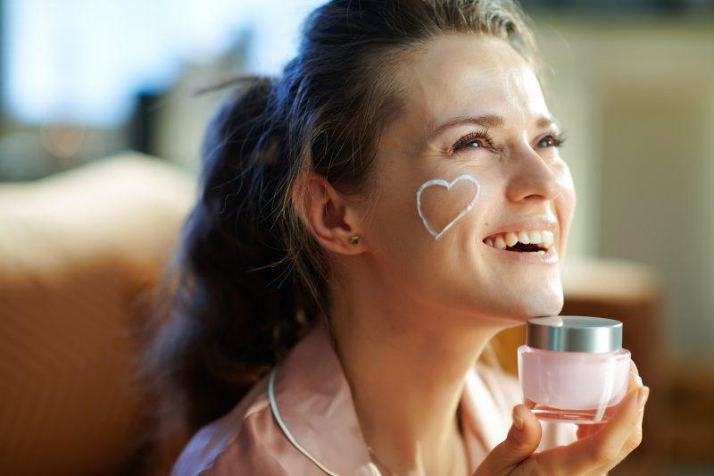 Rekomendasi-Skincare-Antiaging-Sariayu-dengan-90%-Bahan-Alami