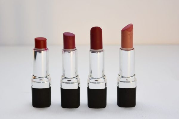 Rekomendasi-Lipstik-yang-Melembapkan