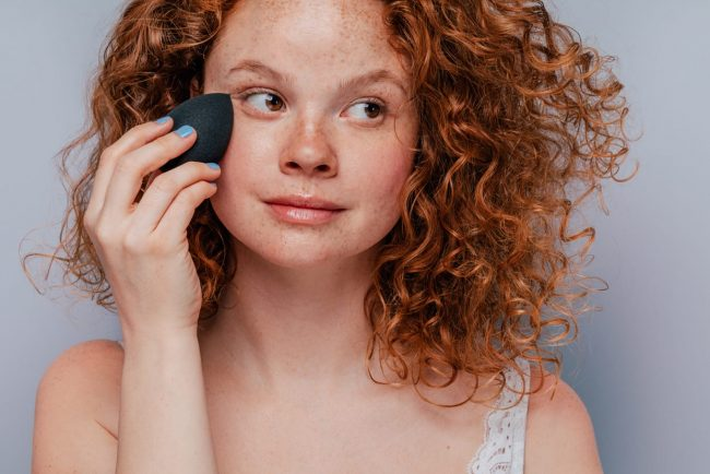 Tutorial-Soft-Glam-Makeup-Aplikasikan-Complexion-Base