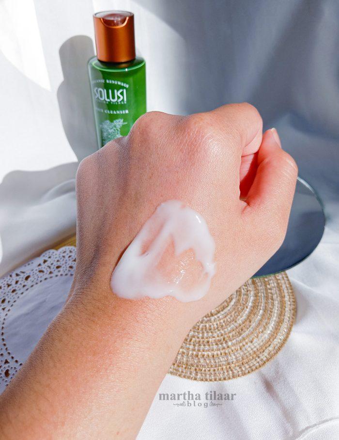 Tekstur Solusi Organic Renewage Face Cleanser
