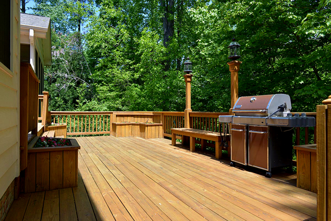 large-deck-in-back-of-home