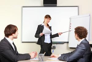 A businesswoman leads a meeting.