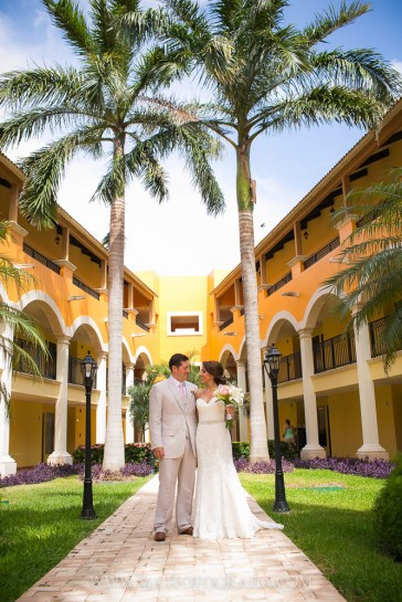 Ocean Coral And Turquoise Hotel Wedding