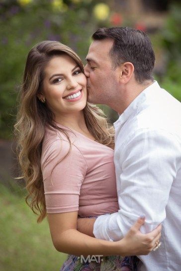 Couple Pictures wedding proposal medellin