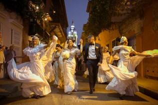 Bodas destino Cartagena novios con mulatas