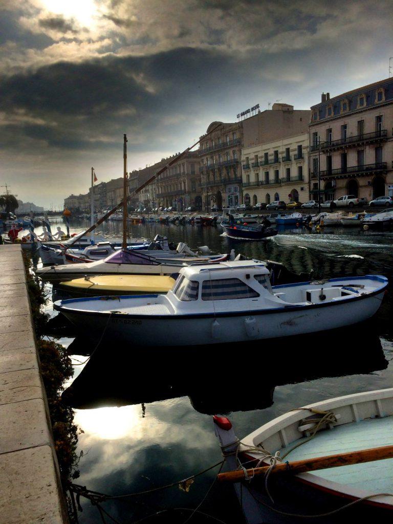 Laivoja parkissa Sèten keskustassa.