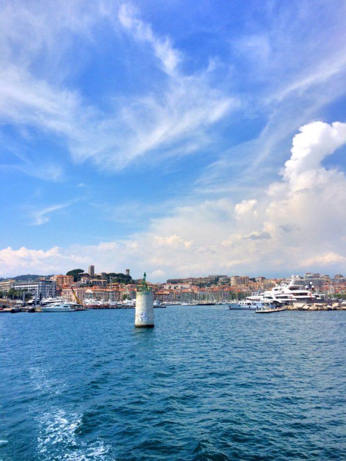 Cannesin satamanäkymää matkalla kohti Île Sainte-Marguerita.