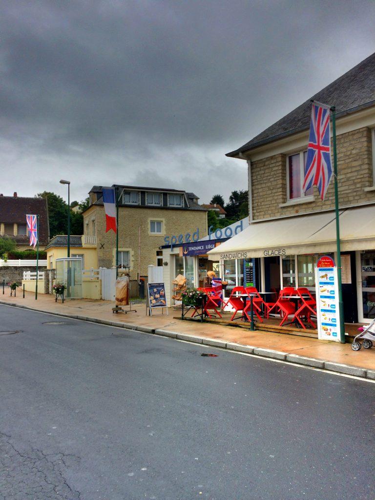 Arromanches-les-Bainsista pystyi hankkimaan jos jonkinlaista sotatavaraa.