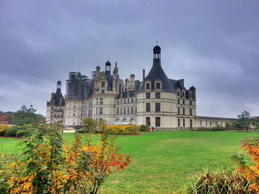 Chambordin linna ja sitä ympäröivä metsä on kirkkaasti Loiren laakson suurin.