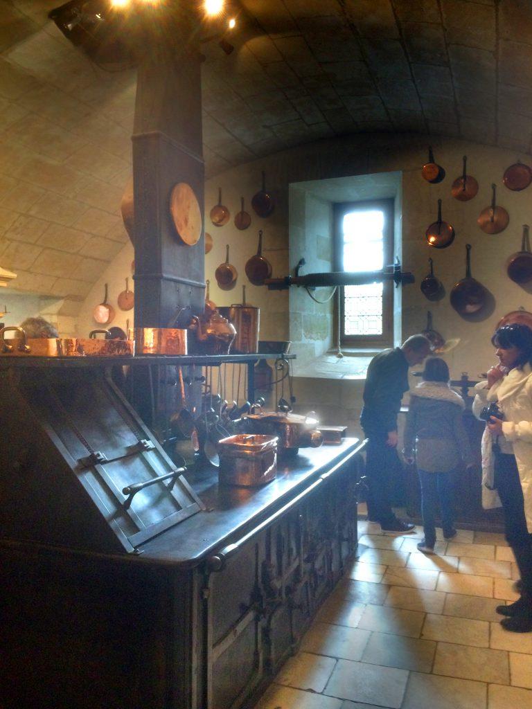 Linnan jokainen huone oli prikulleen sisustettu, tuoreita leikkokukkia myöten.