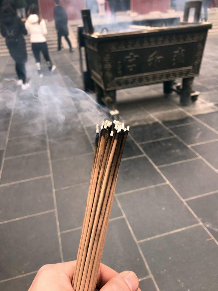 Me emme suitsukkeita säästelleet, vaan laitoimme kerralla koko pakan tuleen.