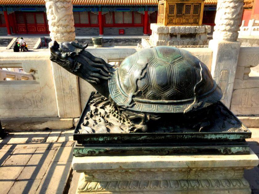 Lohikäärme-kilpikonna on yksi kiinalaisista tunnetuista eläinhahmoista, joka symboloi feng shuita.