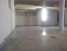 ... noch 4 Wochen bis zum Auszug - Der Boden wurde abgeschliffen, die Fliesen sind verlegt und der Betonboden erstrahlt in einem Silbergrau.