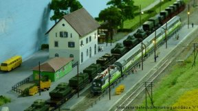 Sanierter Bahnhof und selbst gebaute Bäume