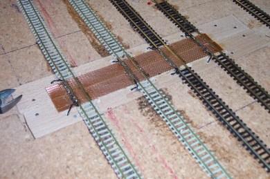 So siehts dann aus an den Segmentübergängen: Sehr stabile und belastbare Gleisübergänge!