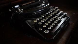 old-typewriter-1379166__180