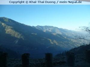 Die Busfahrt von Kathmandu nach Pokhara bietet atemberaubende Bilder.