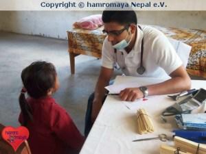 hamromaya Nepal e.V. organisierte ein Medical Camp in einer Dorfschule in Nepal.