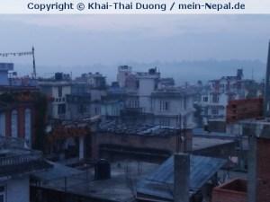Dunstglocke über Kathmandu verhindert das am Morgen Flugzeuge starten und landen können.